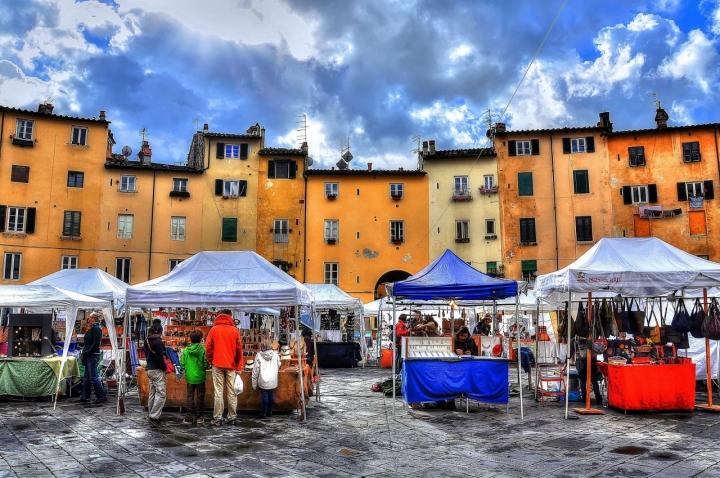 Vita in Piazza dell'Anfiteatro di Paolo Scabbia