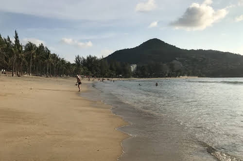 Travel Horror Stories: When Travel Goes Wrong // Kamala Beach Phuket Thailand Photo Sharon Dive into Malaysia