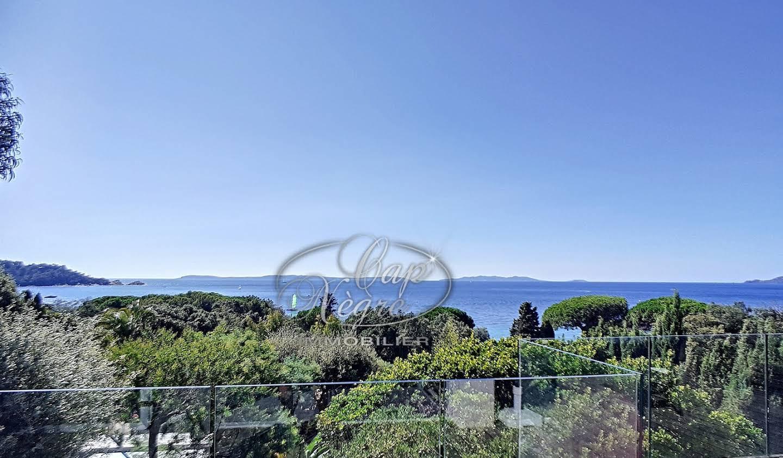 Propriété avec piscine et jardin Le Lavandou