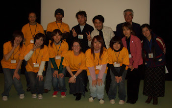 Photo: 2005年12月25日 仙台でのキンダー  クリスマスのあったかい映画祭も無事終了 ボランティアスタッフと記念撮影。