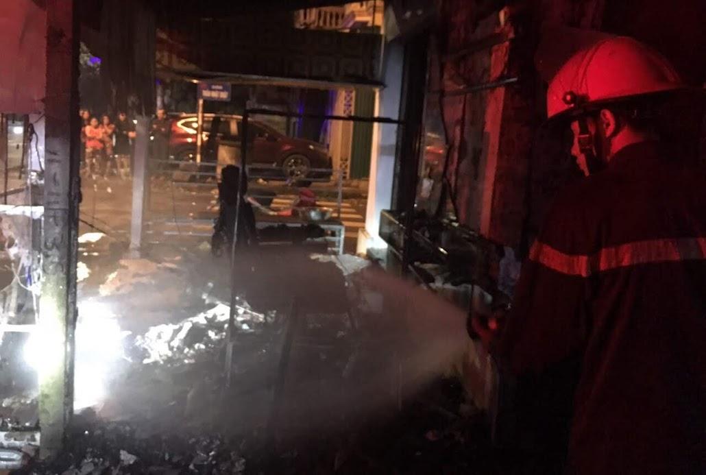 Lực lượng chữa cháy chuyên nghiệp triển khai chữa cháy
