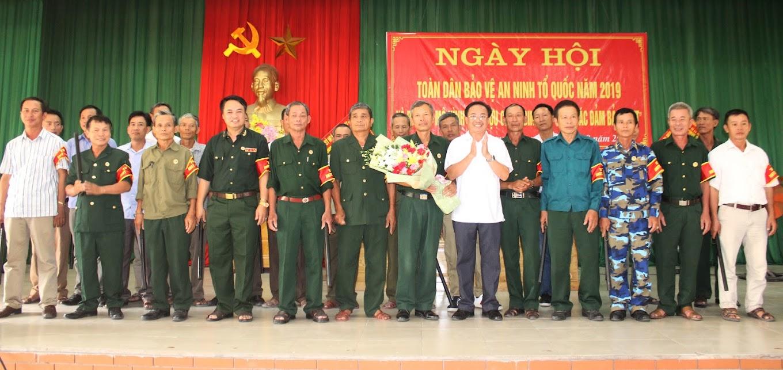 """Ra mắt mô hình """"CLB Cựu chiến binh với công tác bảo đảm ANTT"""" tại xã Hưng Tây, huyện Hưng Nguyên"""
