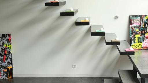 beton-cire-revetement-moderne-et-decoratif-les-betons-de-clara-franchise-partenaire-applicateur-beton-cire-essonne-91-escalier-en-beton-cire