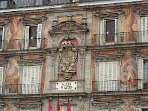 Photo: Detalle del único edificio diferente enla Plaza Mayor.