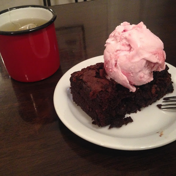 Gosh Brownie with raspberry ice cream