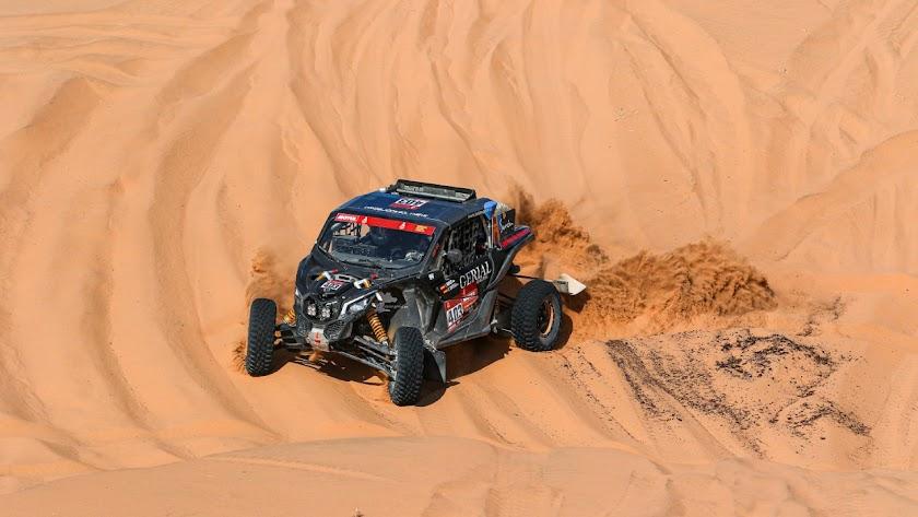 Hinojo y Ortega navegando por un mar de dunas