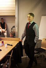 Photo: Eetu Kinnunen pitämässä esitelmää vakoilusta ja tiedustelutoiminnasta / Eetu Kinnunen giving a presentation about espionage and intelligence assesment