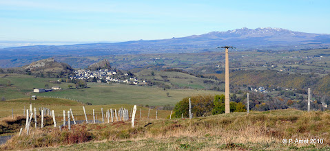 Photo: Apchon et le Puy de Sancy