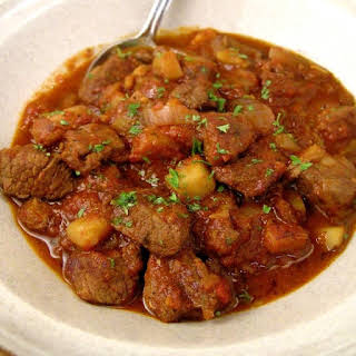 Slow Cooker Easy Hungarian Goulash.