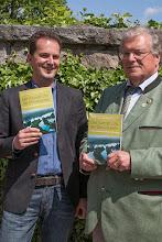 """Photo: Prof. Dr. Huber Weiger vom Bund Naturschutz und unser Vorstand Claus Obermeier präsentieren stolz ihr neuestes """"Kind"""", das Buch """"Der Kampf um die Donauauen."""