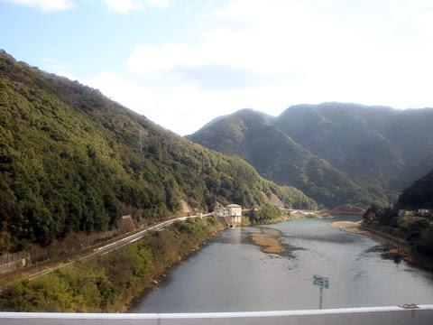 西鉄高速バス「フェニックス号」 9909 八代~人吉間 下り線からの球磨川の風景