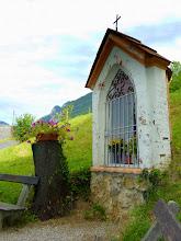 Photo: Auf dem Mittagsstein (1300m) über den Petunien war ich noch immer nicht oben; die Kapelle verstellt den Feichtaberg.
