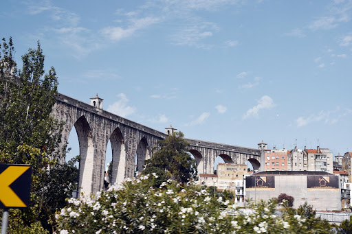 lisbon-structure-1.jpg - Old Roman aqueduct.