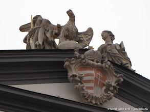 Photo: a Diéta épülethomlokzatának teteje