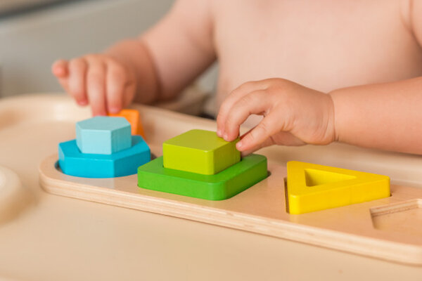 Đồ chơi Montessori an toàn với trẻ