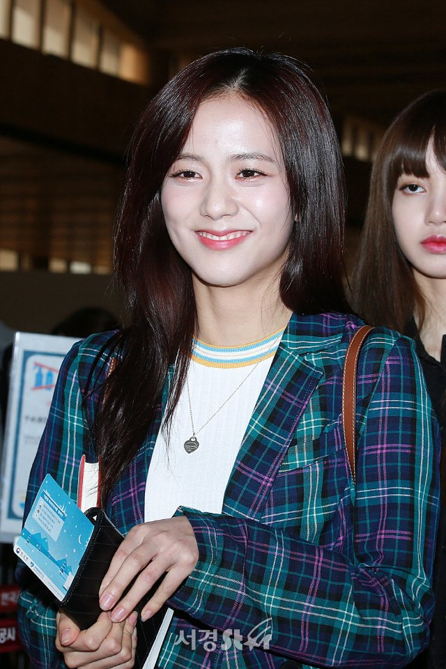 jisoo plaid 12