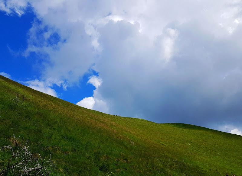 figure sul crinale contro il cielo di Boboparra