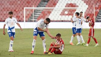 Decepción absoluta en el equipo rojiblanco tras caer con el Tenerife.