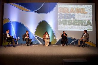 Photo: Mesa: Parcerias empresa-governo no investimento social