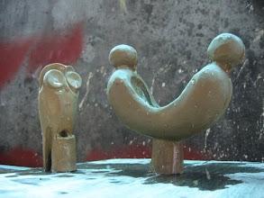 Photo: Wachsmodelle der Eule und von Jing und Jang