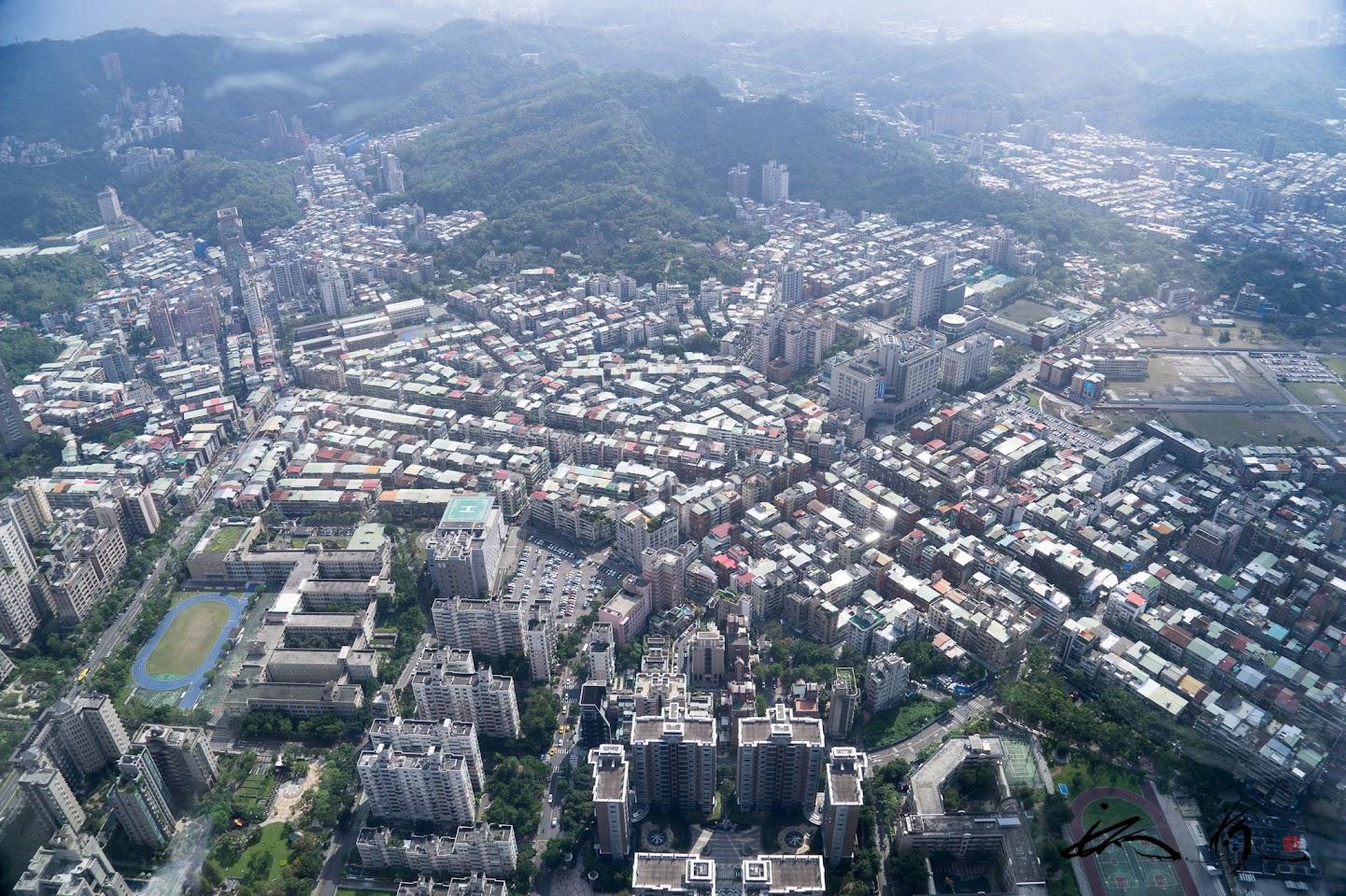 台北101展望台からの眺望(高さ509.2mで、地上101階)