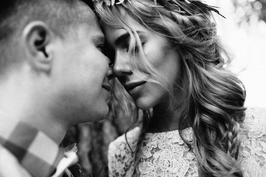 Wedding photographer Vasiliy Tikhomirov (BoraBora). Photo of 15.10.2015
