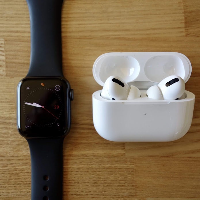 Apple Watch Series 4とAirPods Pro