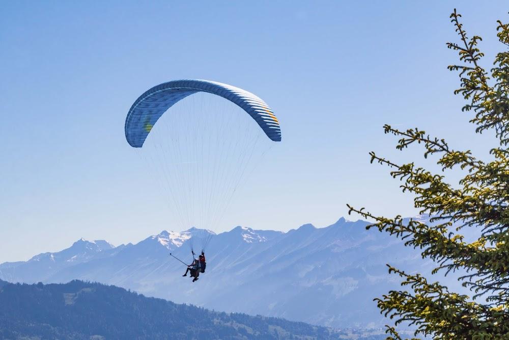 15-extreme-sports-destination-india-Paragliding-Bir-Billing-image