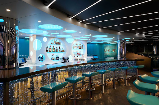 CCL_Horizon_Liquid Lounge_Bar_4567.jpg -      Grab a cold one at the Liquid Lounge Bar during your Carnival Horizon vacation.