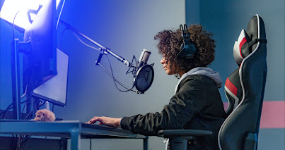 Woman at mic in sound booth, Startup School: Gaming, Campus Madrid, Google for Startups