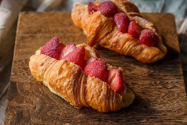 旅禾泡芙之家旗艦店 | 台中泡芙推薦!抓住草莓季的尾巴,還有香甜可口的草莓可頌和草莓便當