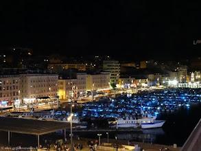 Photo: FRANCE-Le Vieux-Port de Marseille, la nuit.