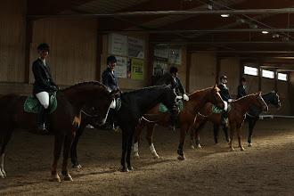 Photo: Två ryttare red varje häst, här är ryttarna med startnummer 6-10.