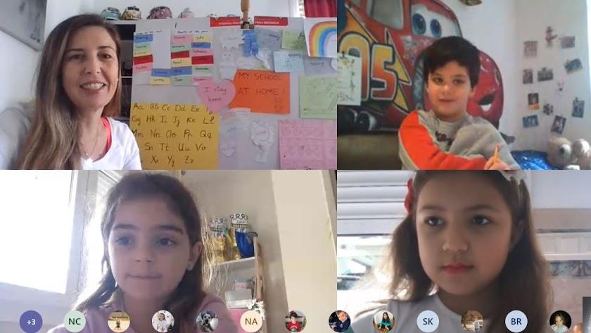 Alumnos participando en una clase virtual.