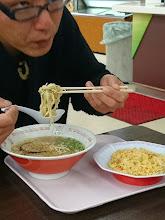 """Photo: 脇岬の""""文丸船長""""は朝っぱらからラーメンセット食ってます!"""