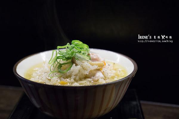 小南門美食,金黃色澤的濃郁雞湯拉麵,滿滿膠質殘留口中,限量的雞湯燉飯晚來更是吃不到.重熙老麵