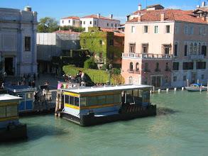 Photo: Accademia - paikallinen bussi (vaporetto) -pysäkki