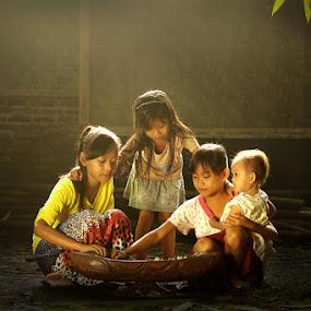 with my friends by Ramadhan Bagaskara Arya Parmuka - Babies & Children Children Candids ( congklak )