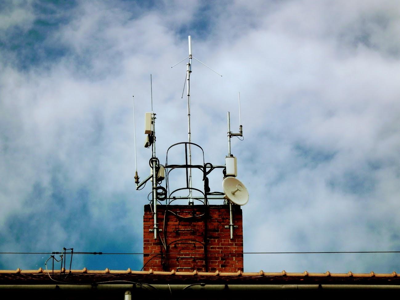 Mór/Szent István tér 9. - helyi URH-FM adóállomás