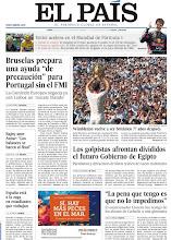 """Photo: Bruselas prepara una ayuda """"de precaución"""" para Portugal sin el FMI; los golpistas afrontan divididos el futuro Gobierno de Egipto y Wimbledon vuelve a ser británico 77 años después, en la portada de EL PAÍS, edición nacional, del lunes 8 de julio http://cort.as/4bLo"""