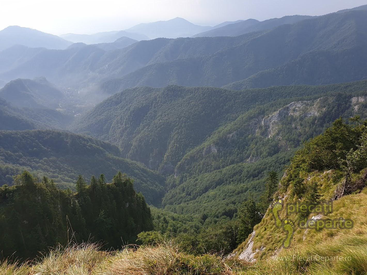 Amfiteatrul Boghii, vedere de la Pietrele Boghii, trasee padis apuseni, parcul natural apuseni obiective turitice,