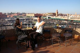 Photo: Sur une des terrasses d'un restaurant (Café ou Thé à la menthe = 1€)