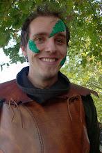 Photo: Elias - mit neuen Blättern im Gesicht.