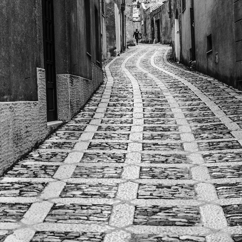 Linee di pietra di Francesco Ciccarello