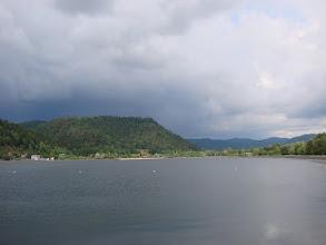 Photo: le lac de Celles sur Plaine vu depuis la Voie Verte