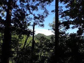 右に大津山への稜線(974mピーク)