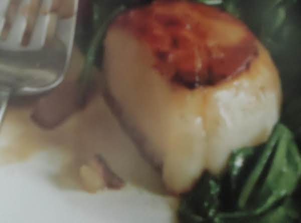 Pan-seared Scallops With Turkey Bacon And Spinach