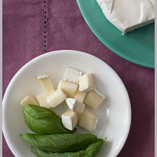 Super Easy Basil And Brie Appetizer.