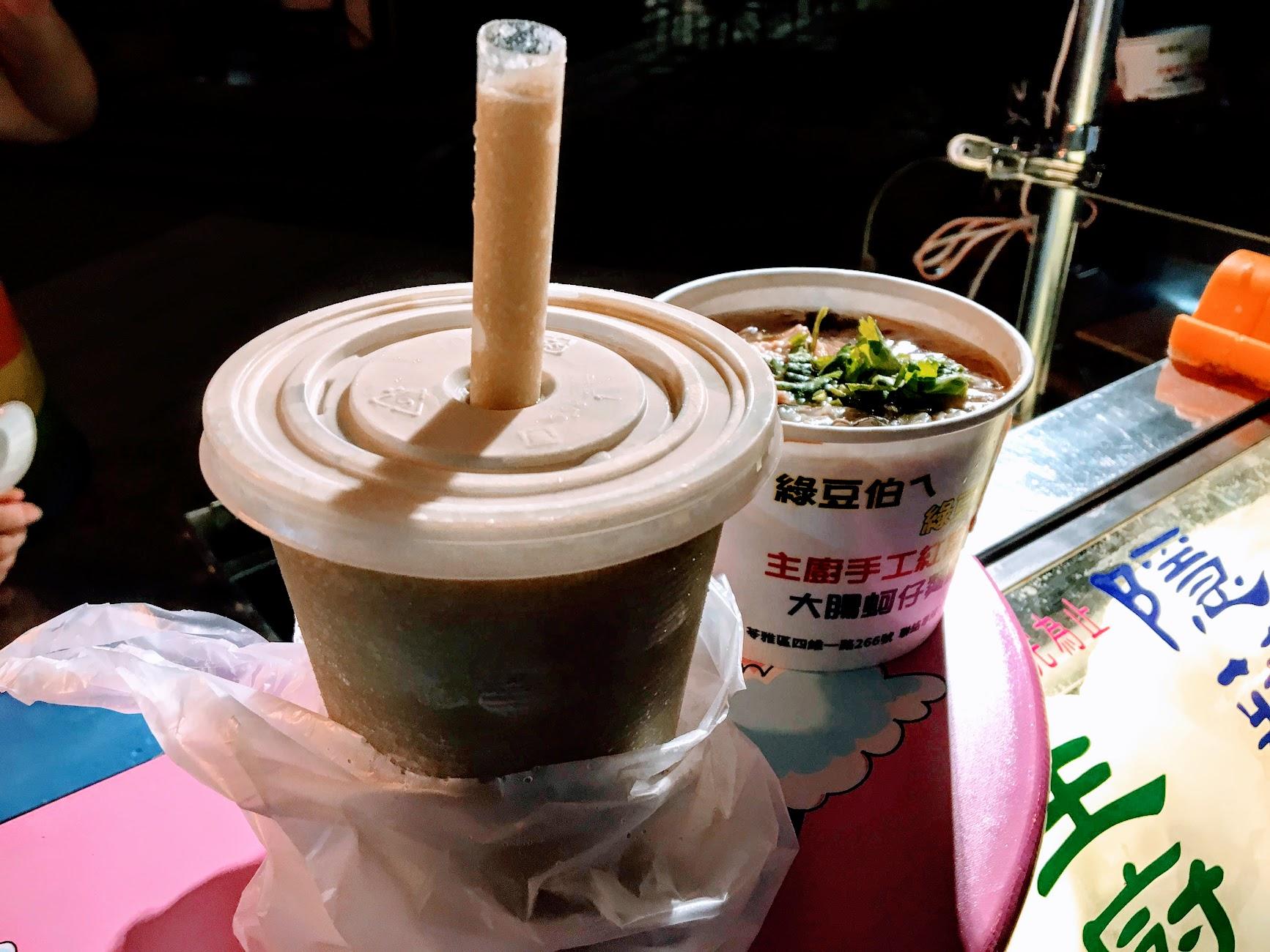這個綠豆沙我只能說,很好喝! 冰冰涼涼,卻不會甜到口乾舌燥,讓我隔天又默默跑去買啊!