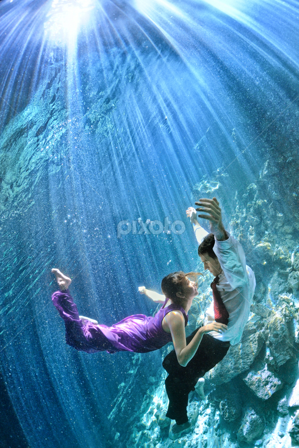 Trash The Dress in a Cenote- Mexico by Pierre Violle - Wedding Bride & Groom ( underwater, cenote, riviera maya, trash the dress )